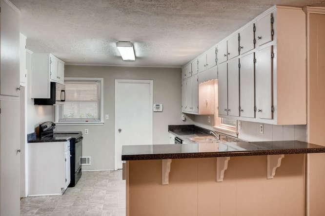 3048 Hudson Ct Decatur GA-small-011-15-Kitchen-666x445-72dpi