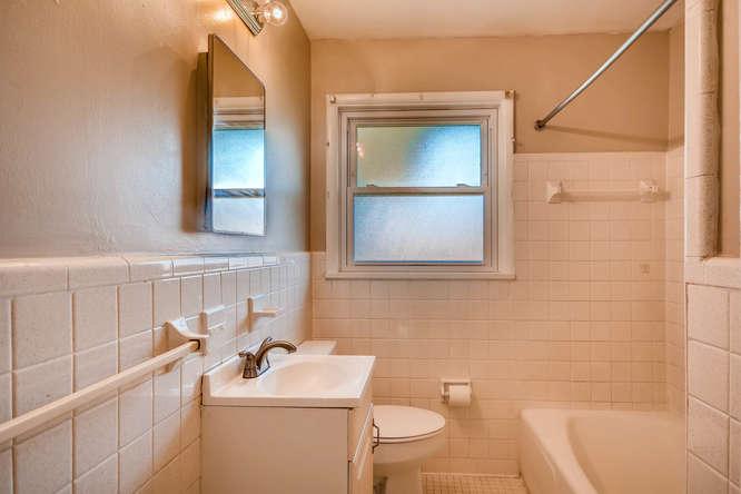 3048 Hudson Ct Decatur GA-small-027-23-Bathroom-666x445-72dpi