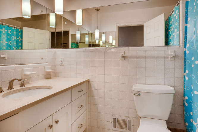 2703 Braithwood Drive NE-small-021-14-2nd Floor Bathroom-666x445-72dpi