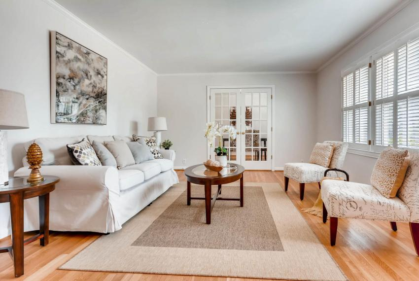 2103 Continental Drive NE-large-004-9-Living Room-1499x1000-72dpi
