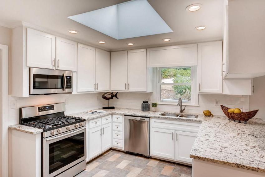 2103 Continental Drive NE-large-007-4-Kitchen-1500x1000-72dpi
