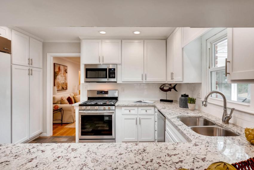 2103 Continental Drive NE-large-009-6-Kitchen-1499x1000-72dpi