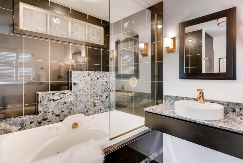 2103 Continental Drive NE-large-022-21-Master Bathroom-1499x1000-72dpi