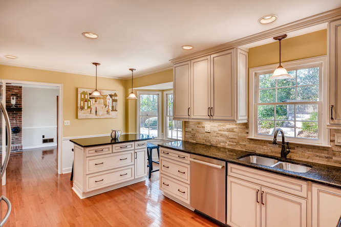 2548 Midvale Forest Drive-small-012-32-Kitchen-666x445-72dpi