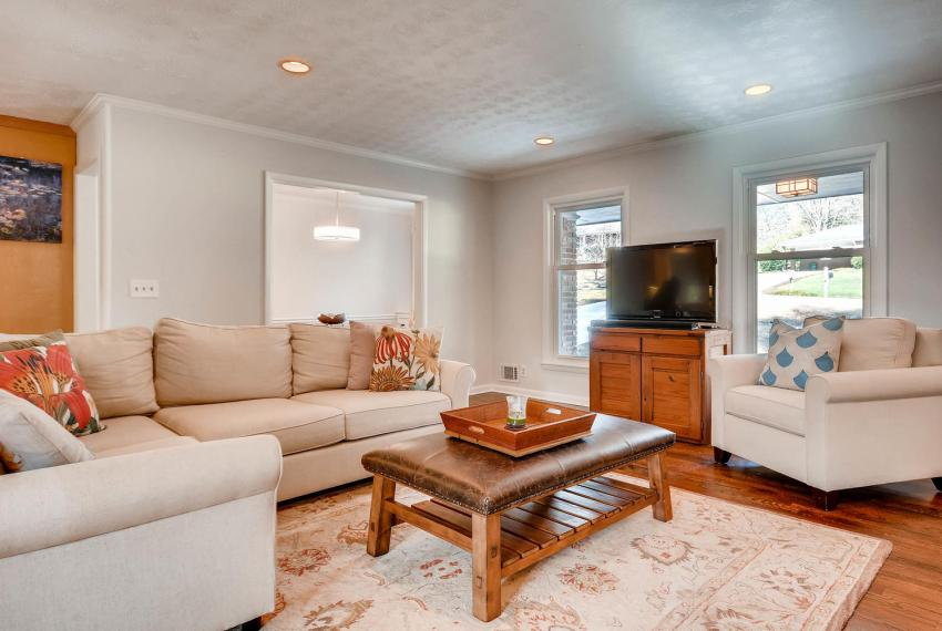 3075 Greenbrook Way NE Atlanta-large-007-10-Living Room-1499x1000-72dpi