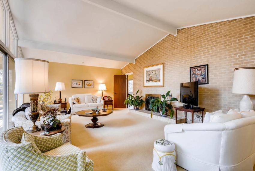 2072 Castleway Drive Atlanta-large-008-20-Living Room-1499x1000-72dpi