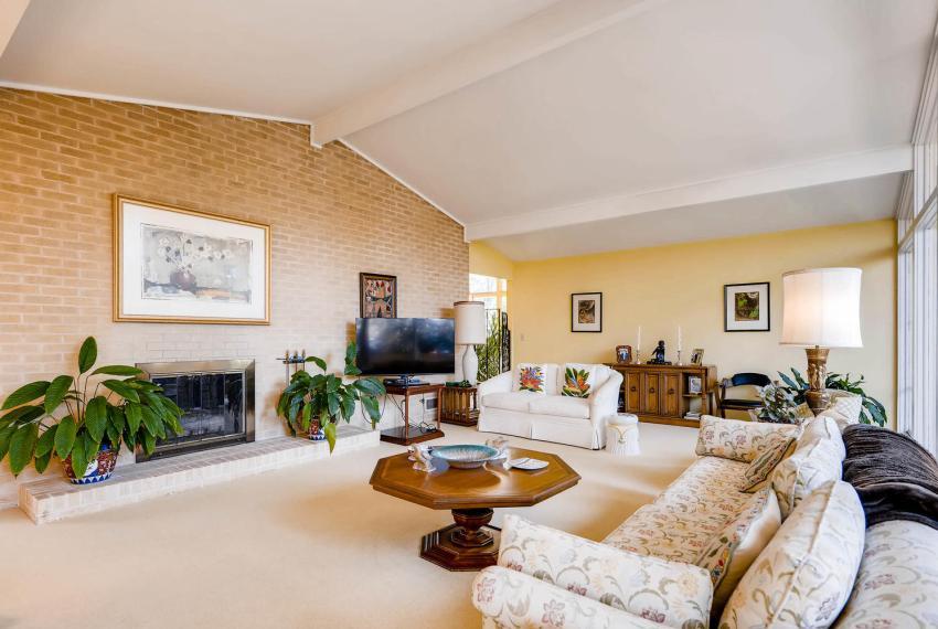 2072 Castleway Drive Atlanta-large-010-6-Living Room-1499x1000-72dpi