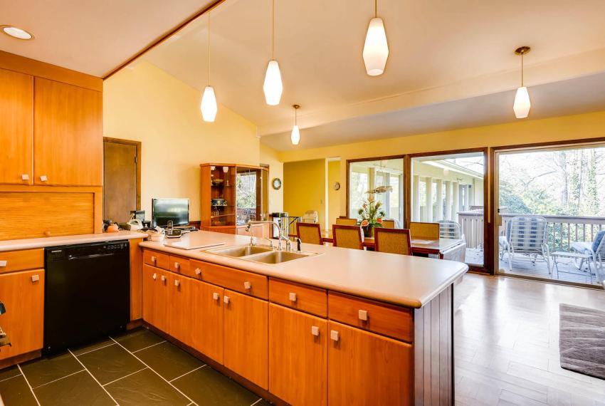 2072 Castleway Drive Atlanta-large-014-16-Kitchen-1499x1000-72dpi