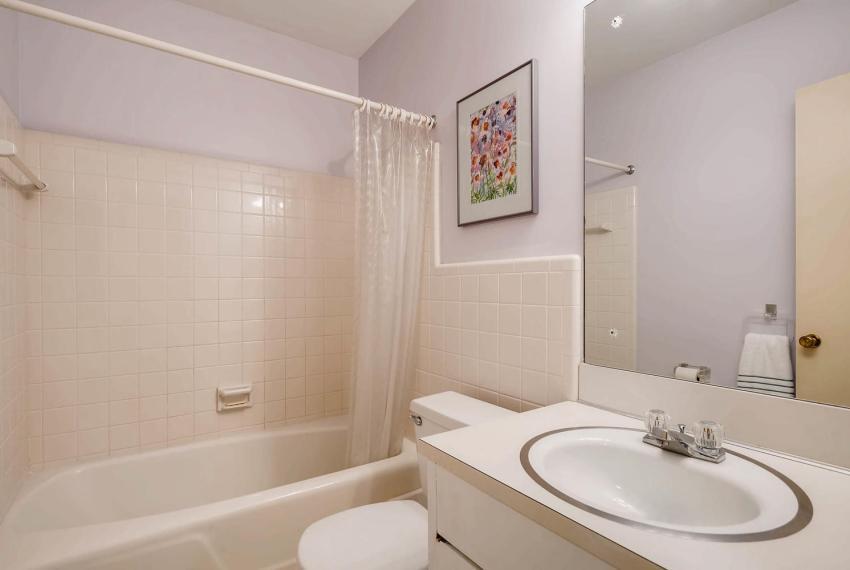 2072 Castleway Drive Atlanta-large-030-42-Lower Level Bathroom-1499x1000-72dpi
