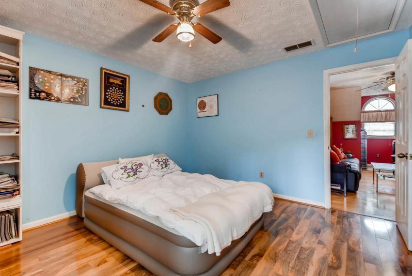 2417 Empire Forest Dr Tucker-large-021-21-2nd Floor Bedroom-1499x1000-72dpi