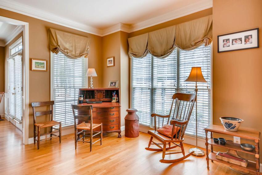 821 Lakeglen Drive Suwanee GA-large-007-10-Living Room-1499x1000-72dpi