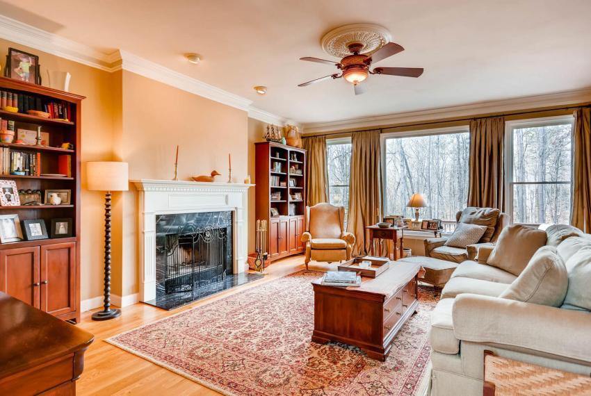 821 Lakeglen Drive Suwanee GA-large-016-39-Family Room-1499x1000-72dpi