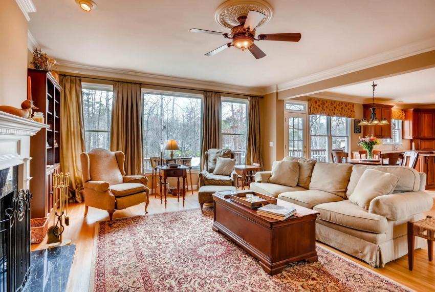 821 Lakeglen Drive Suwanee GA-large-017-24-Family Room-1499x1000-72dpi