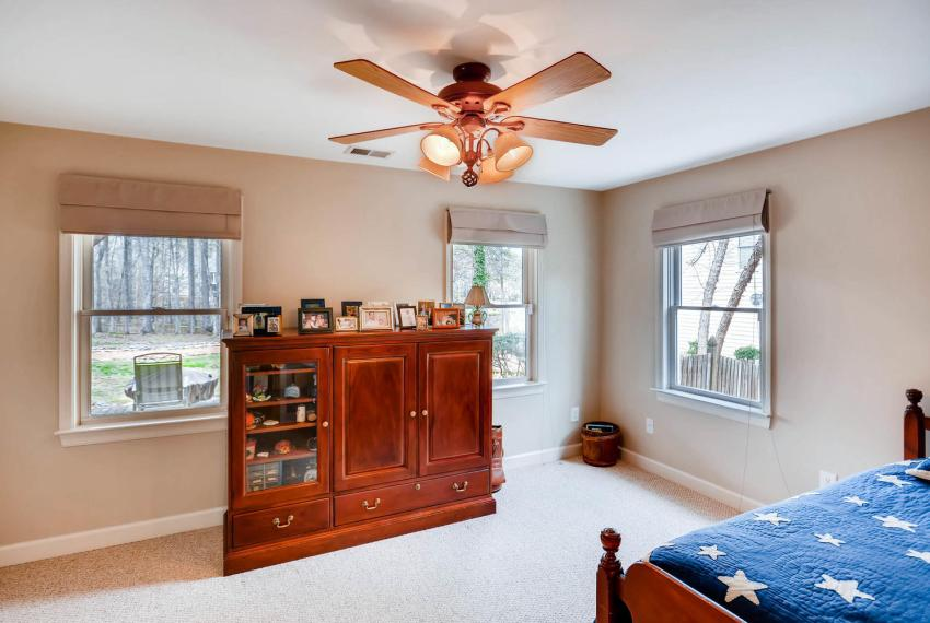 821 Lakeglen Drive Suwanee GA-large-034-28-Lower Level Bedroom-1499x1000-72dpi