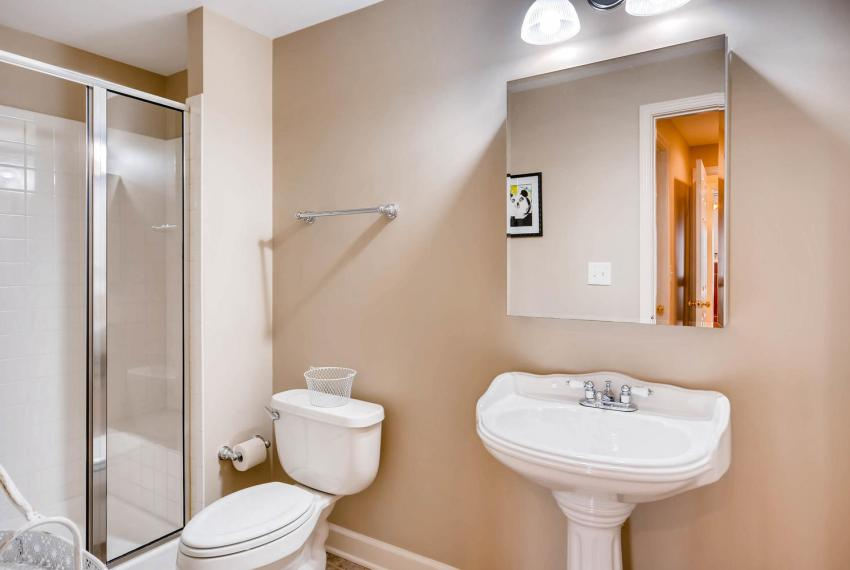 821 Lakeglen Drive Suwanee GA-large-035-13-Lower Level Bathroom-1498x1000-72dpi