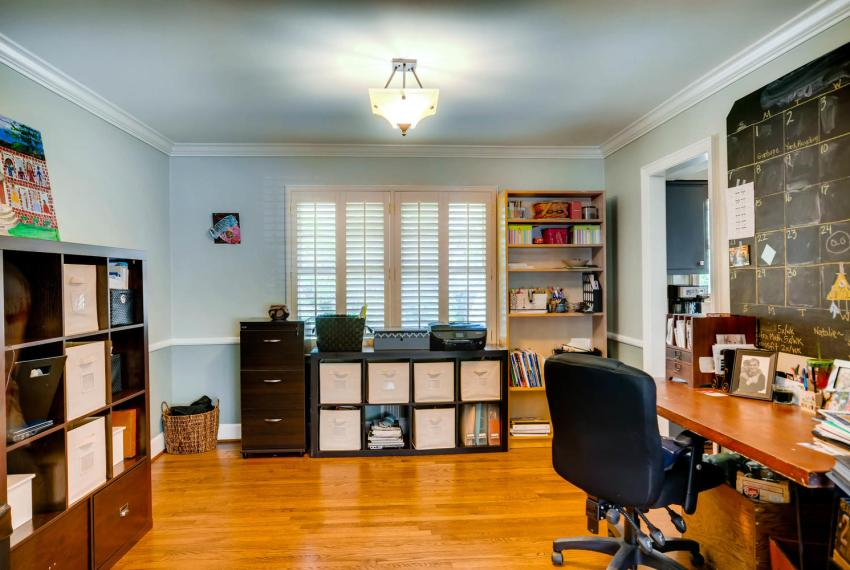 2895 Evans Woods Drive Atlanta-large-006-13-Living Room-1499x1000-72dpi
