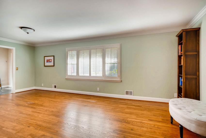 2895 Evans Woods Drive Atlanta-large-011-53-Living Room-1499x1000-72dpi