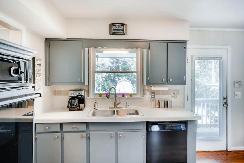 2895 Evans Woods Drive Atlanta-large-015-9-Kitchen-1499x1000-72dpi