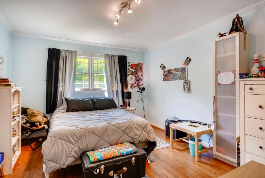 2895 Evans Woods Drive Atlanta-large-030-12-2nd Floor Bedroom-1499x1000-72dpi