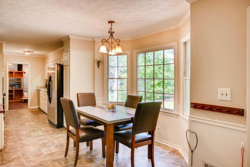 3961 Briaridge Circle Atlanta-large-019-9-Breakfast Area-1500x1000-72dpi