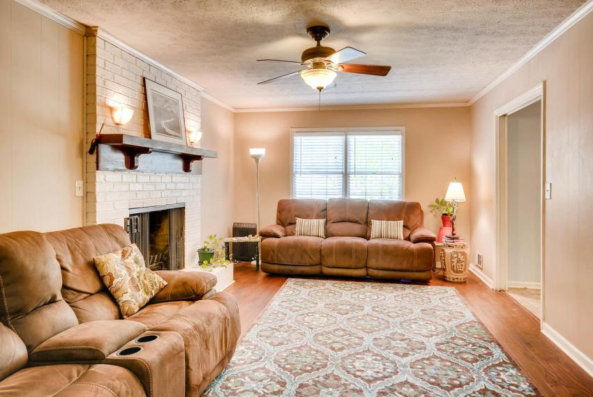 3961 Briaridge Circle Atlanta-large-021-16-Family Room-1500x1000-72dpi