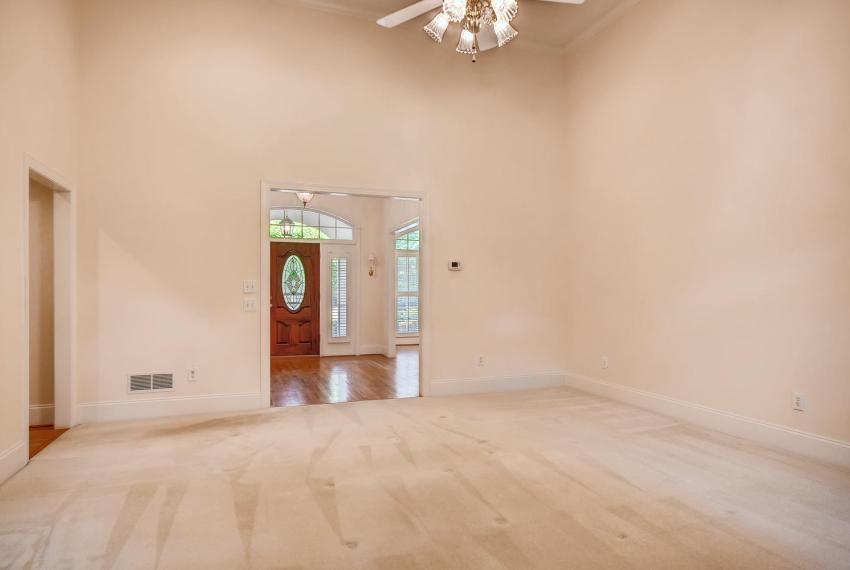 2514 Henderson Road Tucker GA-large-009-9-Living Room-1500x1000-72dpi