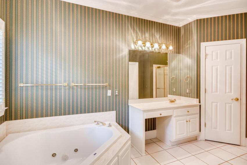 2514 Henderson Road Tucker GA-large-022-32-Master Bathroom-1499x1000-72dpi