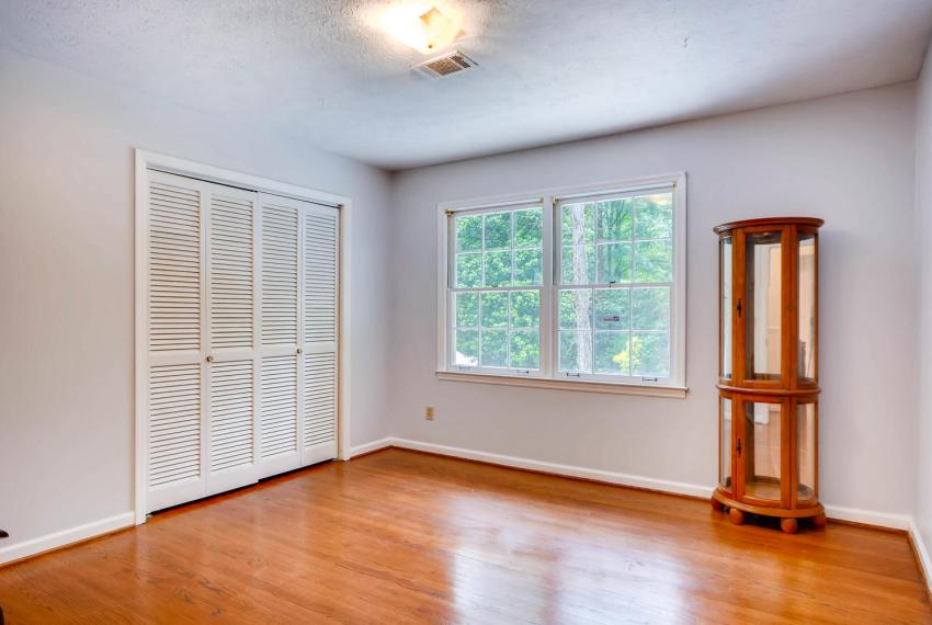 2794 Greenrock Trail Atlanta-large-018-19-2nd Floor Bedroom-1499x1000-72dpi