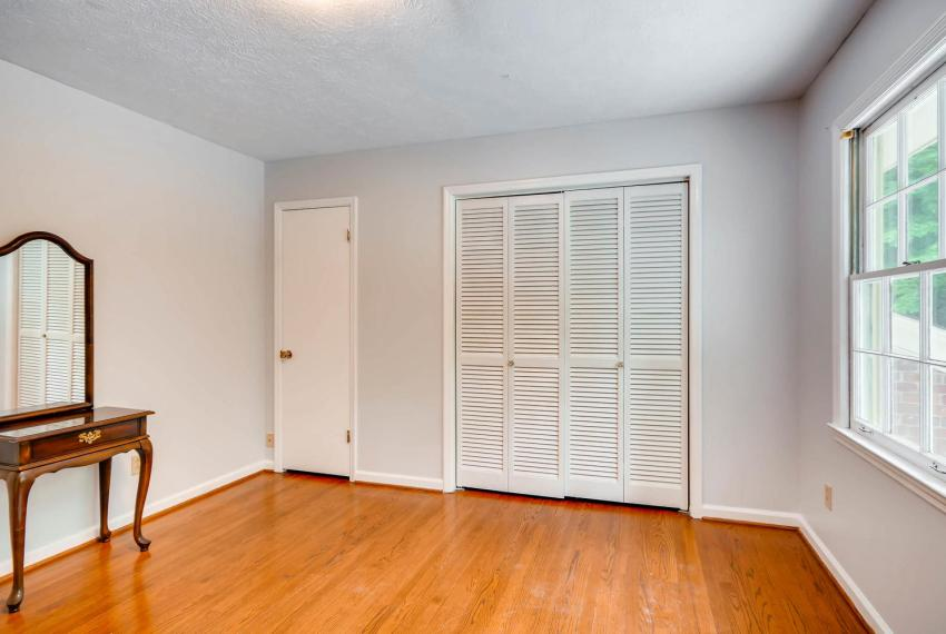 2794 Greenrock Trail Atlanta-large-019-20-2nd Floor Bedroom-1499x1000-72dpi