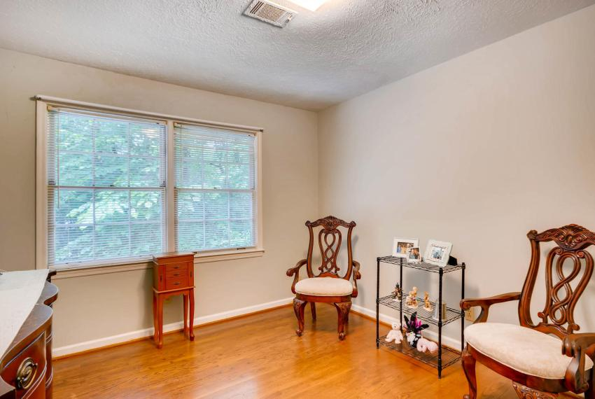 2794 Greenrock Trail Atlanta-large-020-13-2nd Floor Bedroom-1499x1000-72dpi