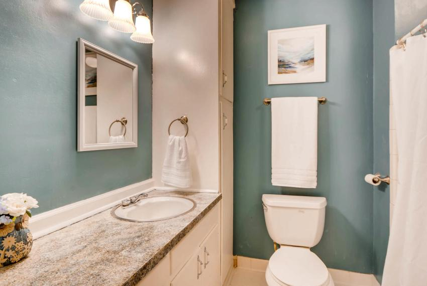 2794 Greenrock Trail Atlanta-large-021-38-Bathroom-1499x1000-72dpi