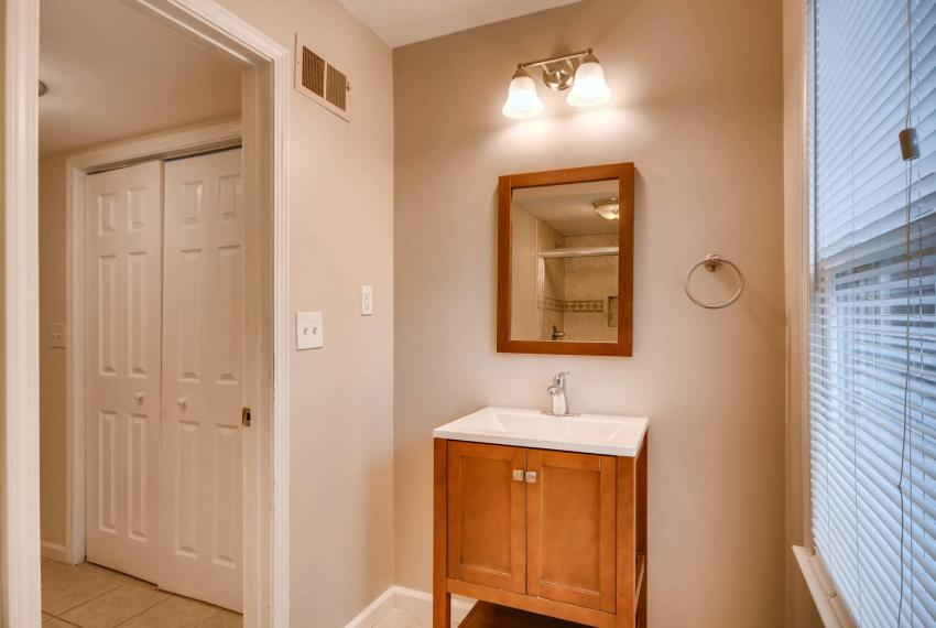 2794 Greenrock Trail Atlanta-large-028-37-Lower Level Bathroom-1499x1000-72dpi