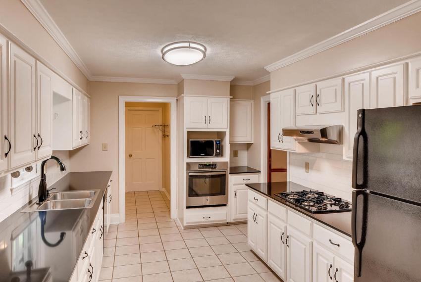 3592 Coldwater Canyon Ct-large-010-5-Kitchen-1499x1000-72dpi