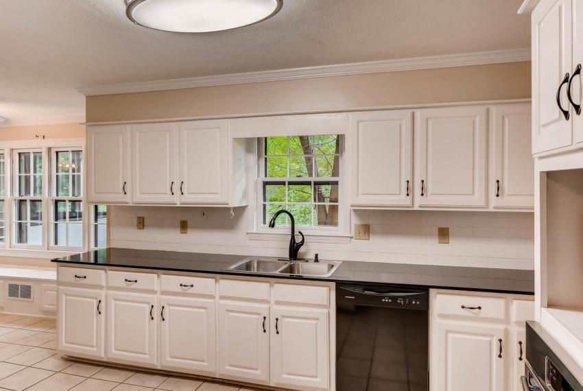 3592 Coldwater Canyon Ct-large-012-19-Kitchen-1499x1000-72dpi