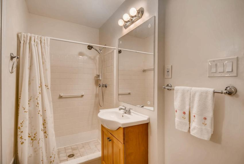 3819 Gleneagles Court Tucker-large-026-19-Bathroom-1499x1000-72dpi