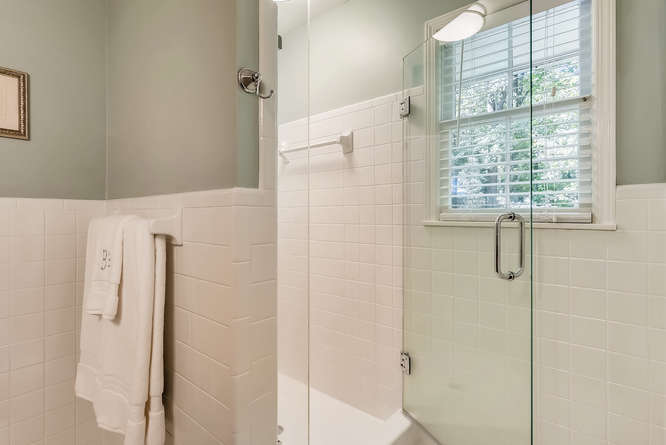 2456 Helmsdale Dr NE Atlanta-small-027-9-2nd Floor Master Bathroom-666x445-72dpi