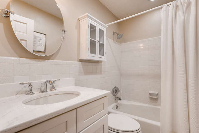 2456 Helmsdale Dr NE Atlanta-small-030-17-2nd Floor Bathroom-666x445-72dpi