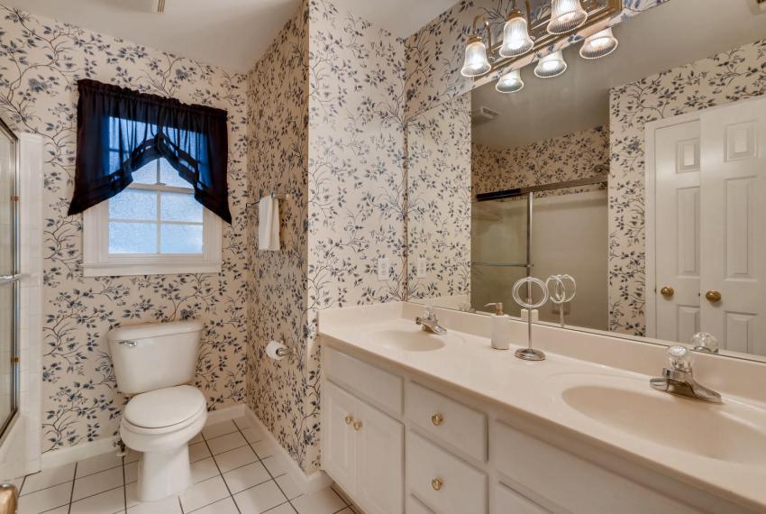 3131 Kings Arm Atlanta GA-large-038-1-2nd Floor Bathroom-1500x1000-72dpi