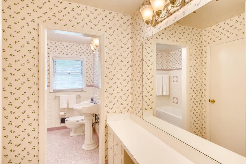 3218 Rehoboth Dr Decatur GA-large-030-36-2nd Floor Bathroom-1500x1000-72dpi
