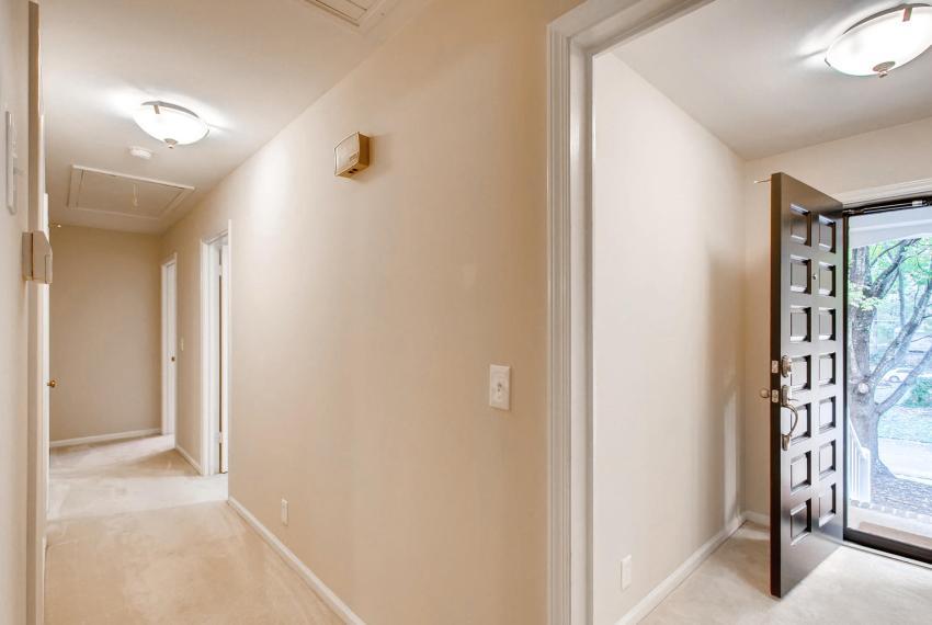 3935 Roman Court Tucker GA-large-039-29-Hallway-1500x1000-72dpi