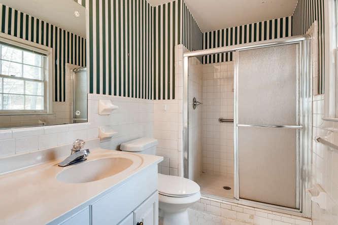 2263 Shasta Way NE Atlanta GA-small-018-16-2nd Floor Master Bathroom-666x444-72dpi