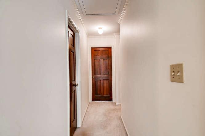 2263 Shasta Way NE Atlanta GA-small-029-24-2nd Floor Hallway-666x444-72dpi