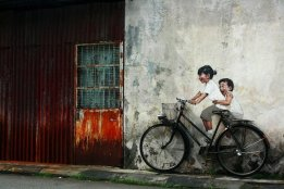 Street-Art-by-Ernest-Zacharevic-in-Penang-Malaysia-2-1-mini