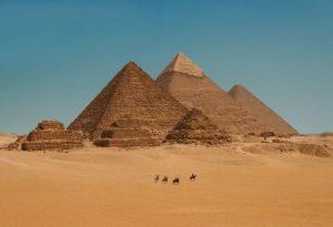 Teorie o tom, že autory pyramid jsou mimozemšťané