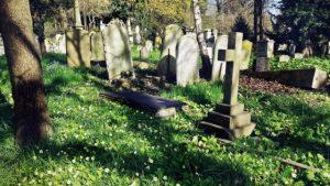 Byla Svatební košile inspirována Velhartickým hřbitovem?