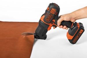 ブラックアンドデッカー-マルチツール-はさみヘッド-使用例-カーペット・レザーなどの切断