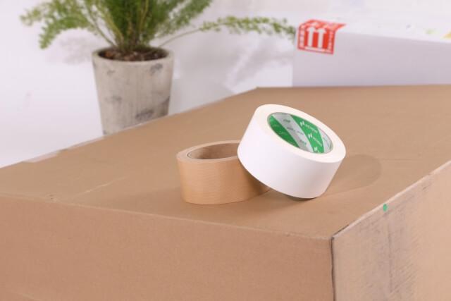 粘着テープと段ボール