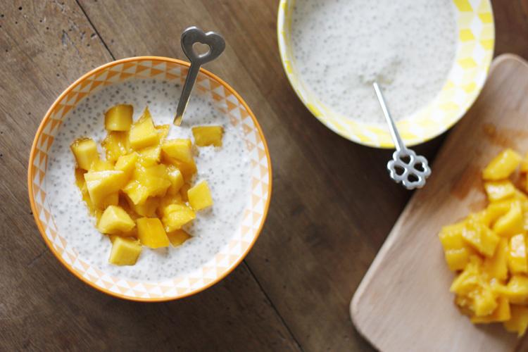 L'essayer c'est l'adopter ! Ce pudding de graines de chia au lait de coco et mangue est délicieux.