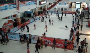 Wahana Permainan Ice Skating di Kepri Mall Batam