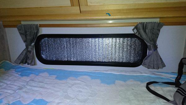 【快適化】銀マットで窓を埋めたら寒さ対策になるはず!遅れ馳せながらの対応です(汗)